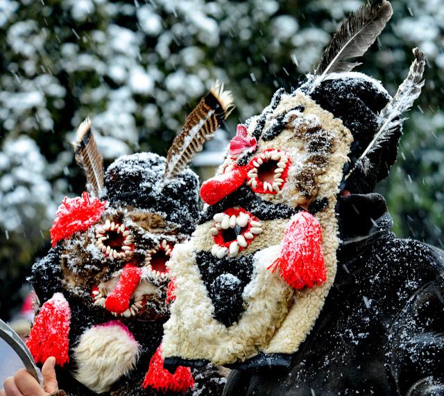 obiceiuri-de-iarna-maramures