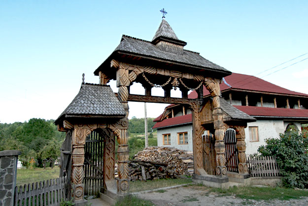Romania-Breb-Wooden-Gate